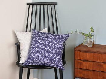 シンプルなデザインの椅子にも北欧柄のクッションを添えれば、インテリアの主役に!北欧風のお部屋を楽しむことができます。