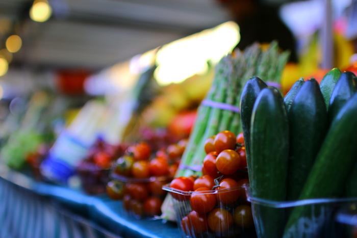 やりくりしながら日々の生活を送っていると、野菜や調味料の高騰といった耳が痛いニュースも入ってきますよね。そんなときでも「乾物食材」をうまく使うことで、料理のボリュームが増え、高騰している食材を最小限の量でおさえることができます。