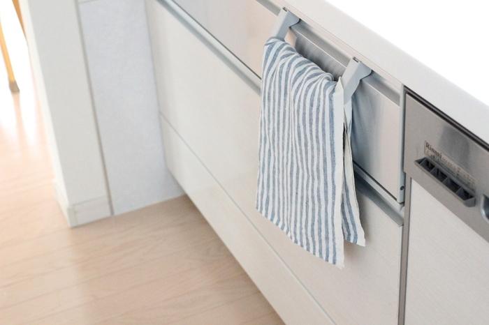 キッチンクロスのような小さなサイズの布も何かと使いやすいサイズです。雰囲気のあるリネンのクロスや、色柄豊富なコットンなどお気に入りの布を使って、インテリアのワンアクセントにしてみましょう。
