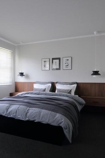 ベッドリネンと合わせるなら、カラーコディネートも考えたいですね。グラデーションになるように選ぶと、ホテルのベッドメイキングのように洗練されたイメージになり◎