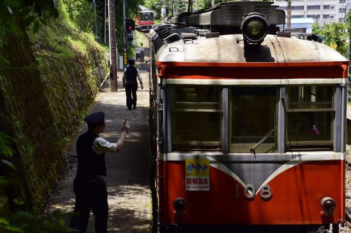 【箱根登山鉄道のスイッチバックが行われる「上大平台信号場」は、鉄道ファン必見のスポット】