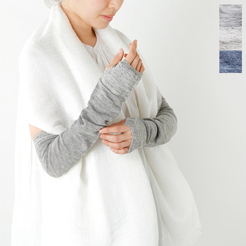 「Homie(ホミー)」のリネンメッシュアームカバーは、清涼感のあるリネン素材。ひじの上まで覆ってくれるロングサイズで、半袖着用時でもしっかりと紫外線を防いでくれます。