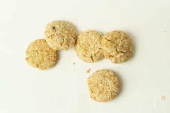 【生姜とレモンのクッキー】  米粉を使ったグルテンフリー&植物性のショウガクッキーは、アレルギー持ちの方も安心して食べられます。アーモンドなどお好きなナッツを砕いて入れても美味しくできますよ。