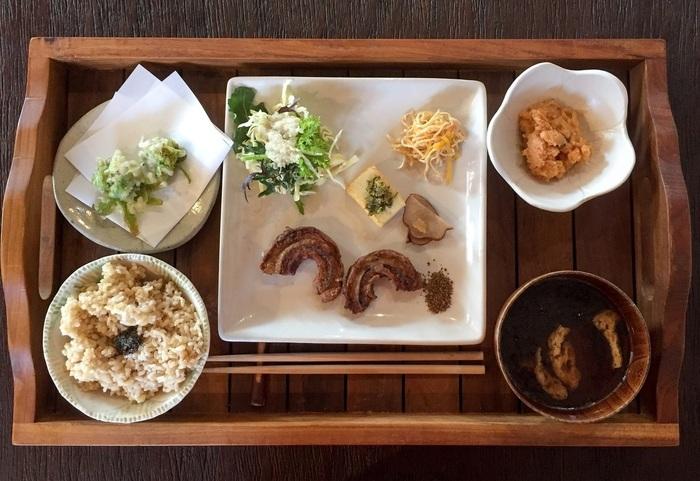"""メニューの基本は玄米菜食ですが、""""お肉が食べたい""""ひと向けに、『上州高原鶏の唐揚げ』もあります。"""