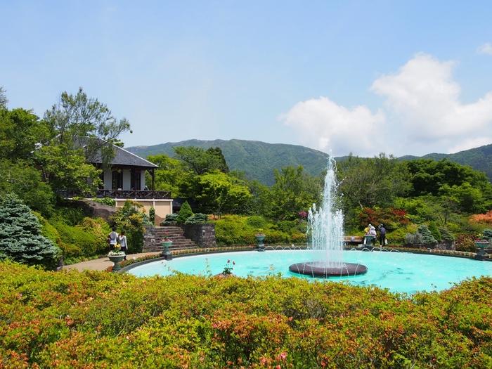 箱根の中心に位置する「強羅」は、箱根登山鉄道の開通を機に発展した温泉リゾート地。明治から大正期にかけて、政財界や文人らの避暑地、別荘地として開発されました。【箱根強羅公園の噴水】