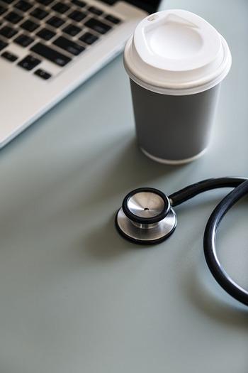 もしものときには、かかりつけの病院に連絡をする必要が生じることも。病院の名前、連絡先、おもに何の病気で受診していたのかを記しておきましょう。