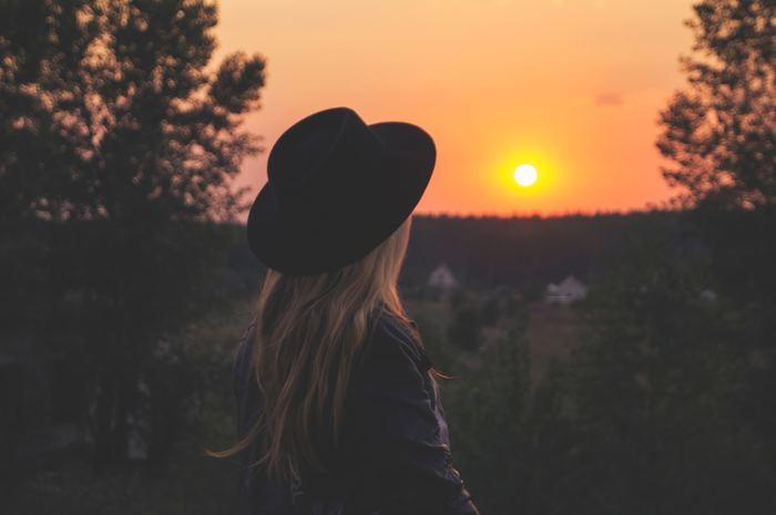 仕事で失敗をしてしまったり、人間関係がうまくいかなったり、ストレス社会ではよくあることです。つらい気持ちを引きずらないためにも、深くゆったりとした呼吸を意識してみましょう。つらい気持ちを出し切るように息を吐き、元気を与えてくれるような森林をイメージしながら息を吸います。