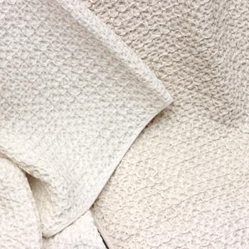 サイズ展開も色々あり、ハンギングループもあるので、サッとバスルームや洗面所にかけられて便利。ナチュラルテイストのお部屋にも合う触り心地のいいワッフルタオルです。
