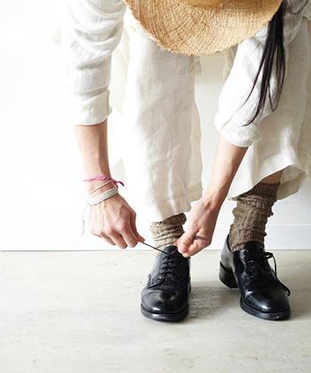 色を削ぎ落とし、ベーシックなカラーで揃えたミニマルコーデは、洗練された大人服としての着こなしが楽しめます。