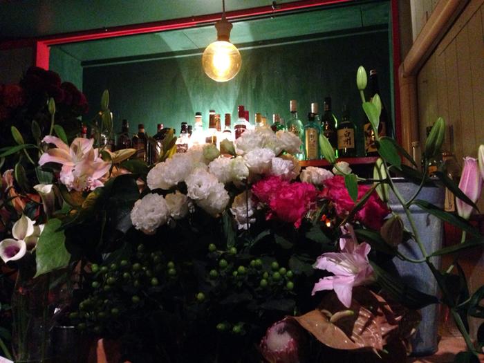 花屋は、深夜まで営業していて、夜にふらりと訪れて花を買いに行くことが出来ます。ふらりと立ち寄りやすく、お花が身近に感じることが出来るお店です。
