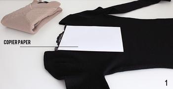 そんな時に便利なのが、内側にコピー用紙を挟んでからたたむ方法です。ショップなどで服を買うと時々中に薄紙が入れてありますが、まさにあんな感じ。たった一枚紙を入れ込むだけで仕上がりが断然違いますので、ぜひ試してみて下さいね。