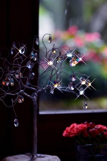 """◆本記事の目次◆  1.多彩な「箱根」総合ガイド 1-1.温泉と街道によって開かれた別天地 """"箱根"""" 1-2.箱根の温泉は、バラエティ豊か。 1-3.箱根の楽しみ方は、色とりどり。 1-4.日帰り・一泊で「箱根」を楽しむのなら、エリアを絞って。 1-5.豊かな自然を満喫。「箱根」でハイキング。 1-6.エリアの特徴を知って、さあ「箱根」へ出掛けましょう。  2.多彩な旅が楽しめる「箱根」エリア別ガイド  2-1.""""気楽に温泉""""を楽しんで。箱根湯本・塔ノ沢・大平台 2-2.散策中心にゆったりと。宮ノ下・小涌谷・二ノ平 2-3.リゾート気分で思いのままに。強羅  2-4.箱根の大自然を満喫。仙石原・大涌谷 2-5.湖畔の景色を楽みながら。芦ノ湖・元箱根 2-6.古き時代に思いを馳せて。旧街道・畑宿  3.アクセス抜群!の箱根旅。首都圏・横浜方面から箱根湯本へ。 ◇首都圏からの所要時間  ◇乗換なしの長距離バスも便利  ◇箱根を周るのなら、フリーパスが断然お得。◇アクセスInformation  ◆旅のおわりに ◆旅のInformation  【画像は、箱根ガラスの森美術館】"""