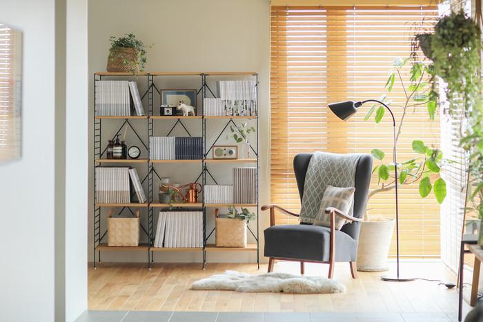 プライベート空間の真ん中に思い切って椅子を置けば、お部屋の印象を決定付けるインテリアの主役に。特等席でゆったりとした時間を楽しめそうですね。