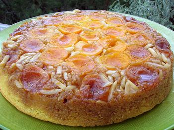 簡単にできて、加熱したフルーツのとろとろ甘いおいしさが堪能できるアップサイドダウンケーキ。材料もシンプルですので、ぜひトライしてみてくださいね。焼き立てあつあつもおいしいですよ!