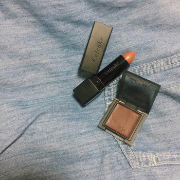 唇のくすみを改善するには時間がかかります。メイクでくすみを目立たなくするなら、『オレンジリップ』がおすすめです。いつものリップカラーを塗る前にオレンジリップをプラスすると、発色がとても良くなります。