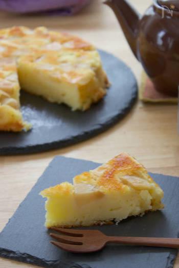 りんごのアップサイドダウンケーキにヨーグルトを加えることで、さっぱりとした後味のスイーツに。甘さも控えめですので、男性にも喜ばれそうですね。