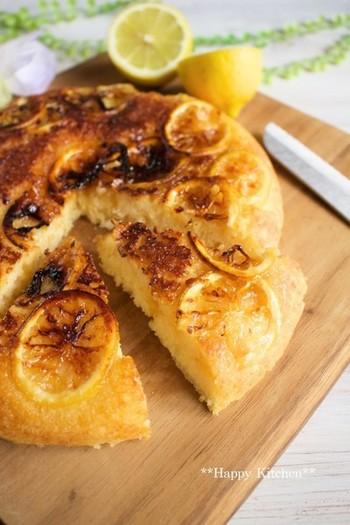 はちみつ風味の生地のまろやかさと、すっきり爽やかなレモンのコンビネーション。ホットケーキミックス使用&フライパンで手軽に焼けますので、朝食にもいいですね。