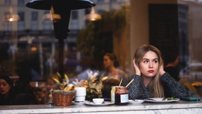 会話の中では、相手の言葉を聞き取れないこともよくありますよね。そんなときは、「Would you say that again?(もう一度言っていただけますか)? 」「~,right(~ですよね)? 」を使うと便利です。会話上手になるために、まず聞き返し上手になりましょう!