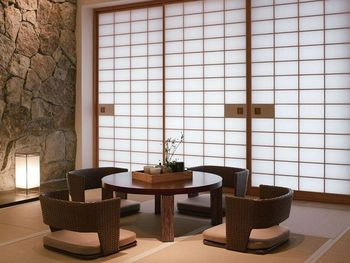 座椅子にローテーブルを合わせれば、和モダンのオシャレな空間が完成です。お茶でほっこりしましょ♪