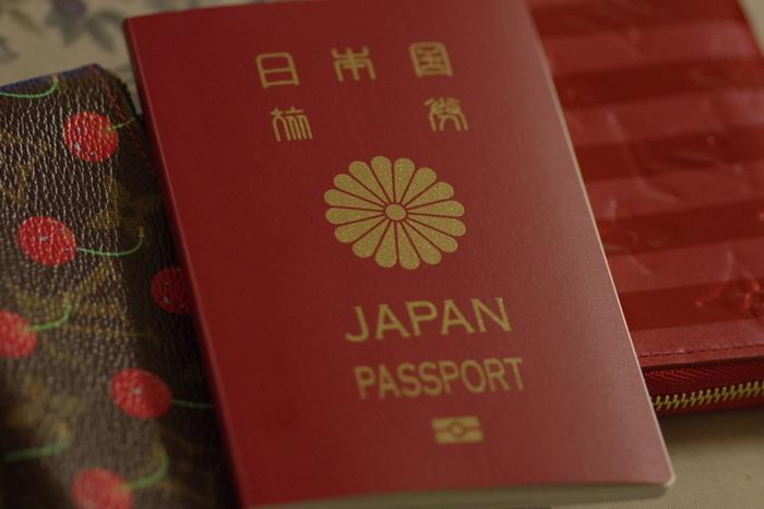 パスポートの番号と発行年月日と有効期限を書いておくと、期限切れになる前に更新の手続きをすることができます。とくに子供のパスポートは5年と有効期限が短いので、更新時期を確認するためにも、併せて書いておくといいですね。