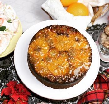 チョコレート風味の生地もおすすめです。フルーツは、金柑とオレンジの皮を使っています。柑橘類とチョコレートは相性抜群です。金柑がない季節には、オレンジだけでもOK。