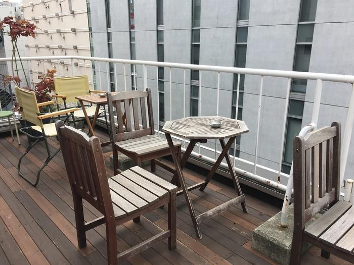 春夏シーズンはテラス席も気持ち良く、飲んだ帰りに立ち寄る人も多いカフェです。札幌の風を感じながら思い出のひとときを。