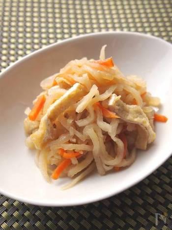 やさしい味と歯ごたえが美味しい「切り干し大根」の煮物も、定番の一品。だし汁もいいですが、ここでは切り干し大根の戻し汁を使っているのがポイント。