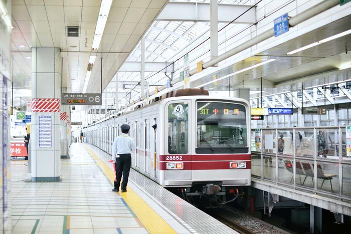 東京の北東部に位置し、秋葉原からつくばエクスプレスで約10分。さらにつくばエクスプレスの他に、JR常磐線、東京メトロ千代田線(常磐線と小田急線との3社直通運転)、東京メトロ日比谷線(東武スカイツリーラインと直通運転、押上駅・渋谷駅を経由し、東京メトロ半蔵門線及び東急田園都市線との直通運転)など、都心からのアクセスが良い街なんです。