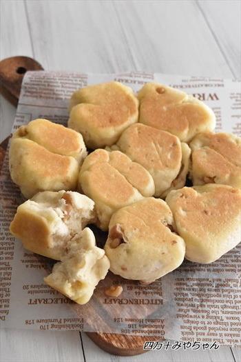 驚くほど簡単に作れる塩バターパン。こねるのも焼くのも炊飯器だから洗い物がでないのも嬉しいレシピです。