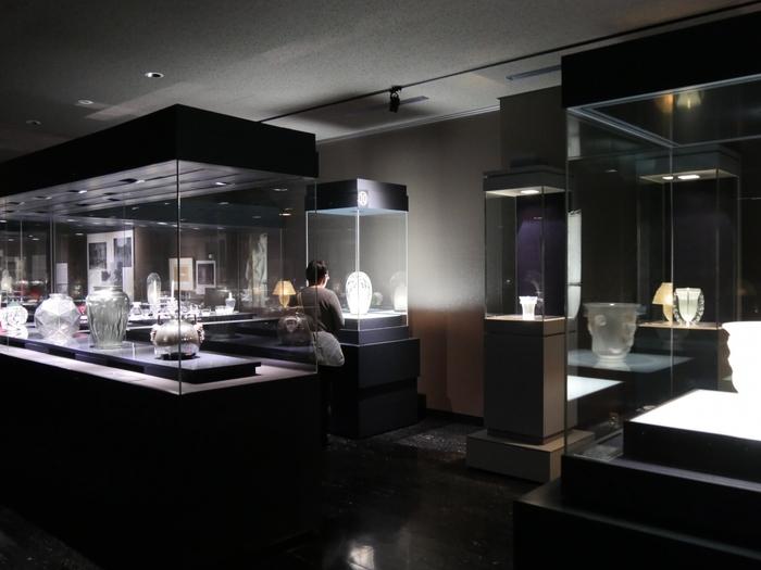 エミール・ガレに並ぶ巨匠として名高い、ルネ・ラリックの作品も。ガラス工芸作家のみならず、ジュエリーデザイナーとしても活躍したラリックは、ガレとは異なる優美な魅力を放ちます。 時期によっては、若手作家の作品や、日本画などの展示も行っているそうです。