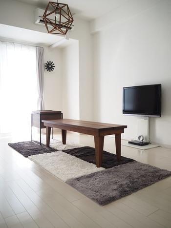 ヒンメリは、シンプルな形状から、吊るすだけでなくインテリアにおいて様々な用途で使うことができます。  たとえば、こちらのように大きなものを用意すれば天井ランプ装飾に。