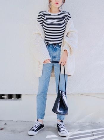 白と黒というミニマルなカラーだからこそ、着回しが楽しめるのがモノトーンボーダーTシャツの魅力です。ぜひいろいろな着こなしを試してみてくださいね。