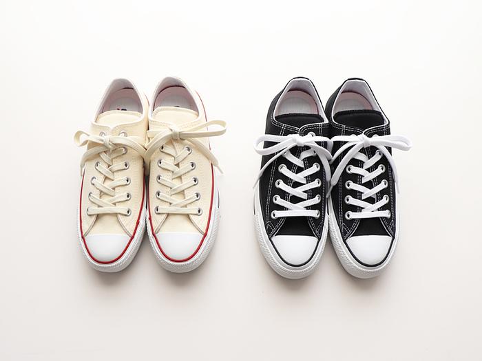 どんなお洋服にも合わせやすく、シンプルでコスパの良いスニーカーのコンバース(Converse)。1908年、米国マサチューセッツ州モールデンで生まれたアメリカのシューズ製造販売会社です。