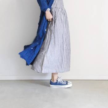 埋めつくす服の中から選抜した服はひと握り。頻繁に着る服を見ると「私ってこういうテイストの服が好きなんだ」と改めてハッキリと分かってきます。自分の好みがより腹に落ちて実感できますよ。  どれだけ沢山服を持っていても、今の気分にピッタリくるもの、デザインが好みで着心地もいい服は意外に少ないんです。