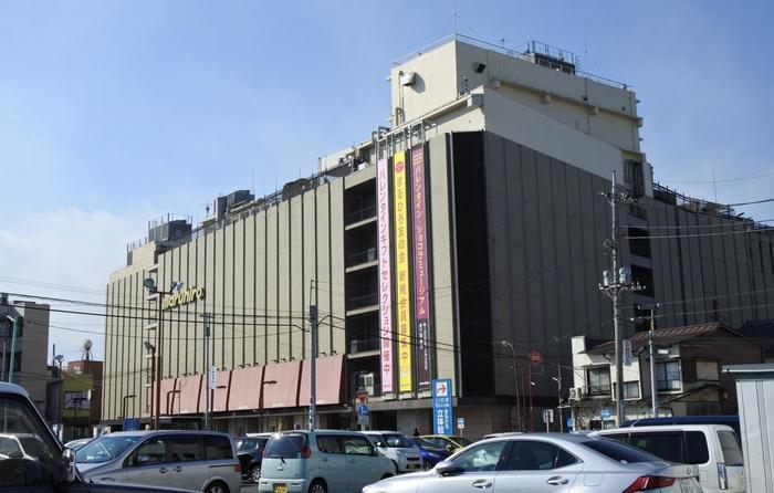 川越駅から徒歩約10分の場所にある丸広百貨店。