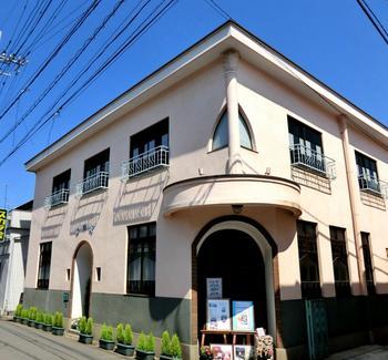 スカラ座のお隣には、国登録有形文化財となっている建物に「モダン亭 太陽軒」という洋食屋さんがあります。