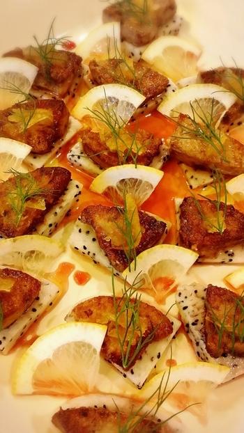 濃厚なフォアグラとあっさりとしたドラゴンフルーツの組み合わせが新鮮♪オシャレな前菜でホームパーティーも盛り上がりそうです。