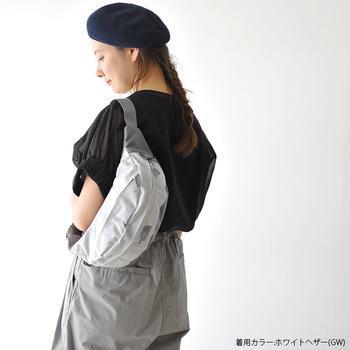小ぶりなウエストバッグなら、意外にもフレンチスタイルとマッチするんですよ♪