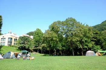 BBQスペースやキャンプ用テントの貸し出しあり。