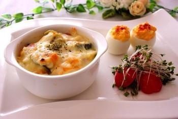 メイン料理にデビルドエッグやサラダを添えてワンプレートにするのも、カフェ風でおしゃれ。休日のブランチなどにゆったりといかがですか。