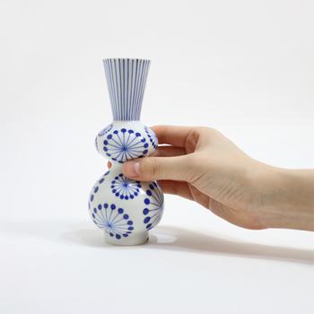 従来の九谷焼のイメージを覆すような伝統性とモダンさが融合した洗練されたデザイン。どんなお花を飾ろうか、インスピレーションが湧いてきそうです。