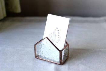 こちらはカードホルダー。お店のディスプレイのようでとてもおしゃれ。ちょっとした小物入れに使ってみてもいいですね。