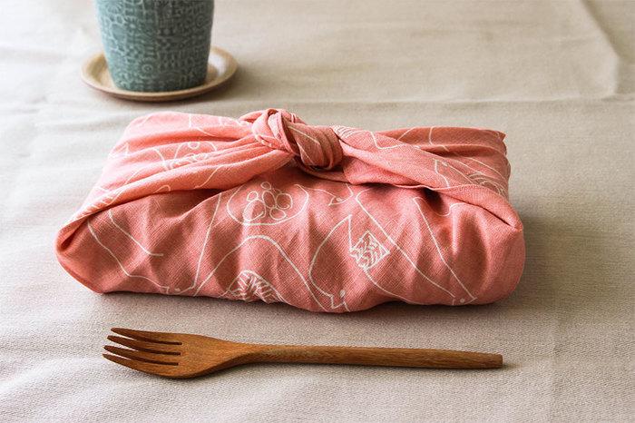 48×48cmのサイズは、お弁当包みにも。用途に合わせてカラーを分けても◎