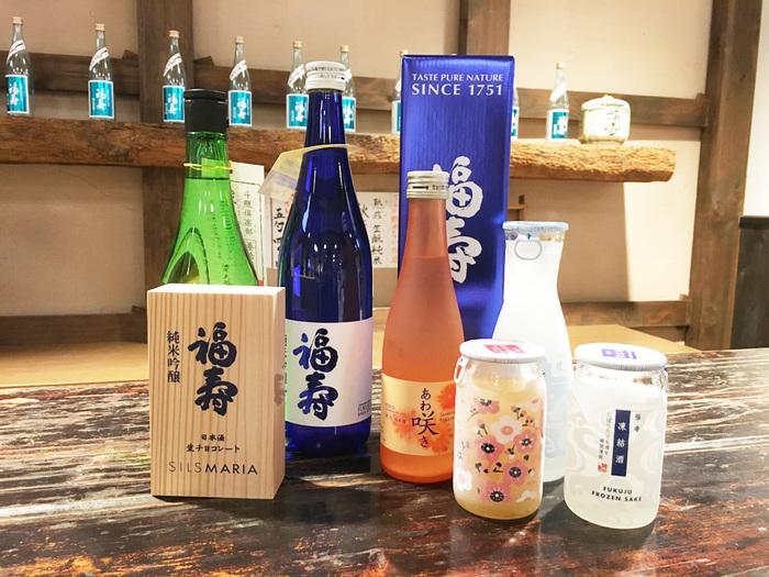 写真右の凍結酒は、フレッシュな風味が楽しめると人気。凍ったままでかき混ぜるとスムージーのような食感に! 梅酒はデザート感覚でも◎