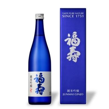 美しいブルーボトルは、ノーベル賞晩餐会でも振る舞われた芳醇なお酒。 もぎたての果実のような香りには驚き。