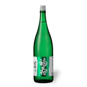 森林を思わせる優しい色合いは、六甲山系をイメージしているそう。 売上の一部を、六甲山の緑化推進のために寄付しています。 はじめてさんは冷酒でソフトな味わいを感じて。