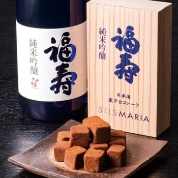 生チョコ発祥の店「シルスマリア」の生チョコレートと、ノーベル賞晩餐会でお馴染みの「福寿 純米吟醸」とのマリアージュ。 口溶けのよさには、喝采を送りたくなる。