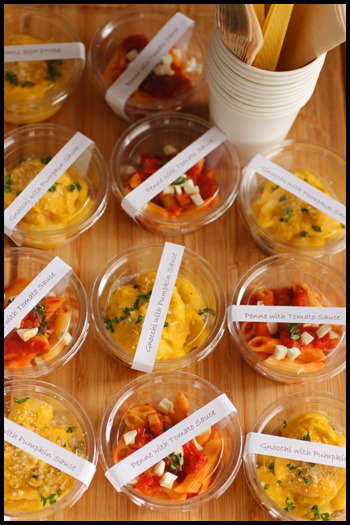 時間がたっても伸びにくく、取り分けやすいペンネやニョッキは、持ち寄りパーティーにピッタリなレシピ。食べやすい量をカップに小分けしていけば取り分けも楽ですね♪