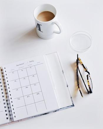チャレンジをスタートした日から数えて、2週間や1ヶ月などの目標日を手帳やスマホのカレンダーに記入して毎日目に触れるようにするのもいいですね。目に入ることで意識しやすくなります。