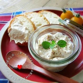 まろやかなマスカルポーネチーズにアンチョビやツナを加えてつくるディップ。パンやクラッカー、お野菜などにつけたら止まらない美味しさです。